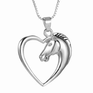Collier avec pendentif cœur et tête de cheval